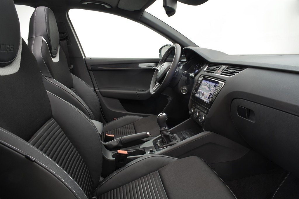 130703 SKODA Octavia RS - Interior 001