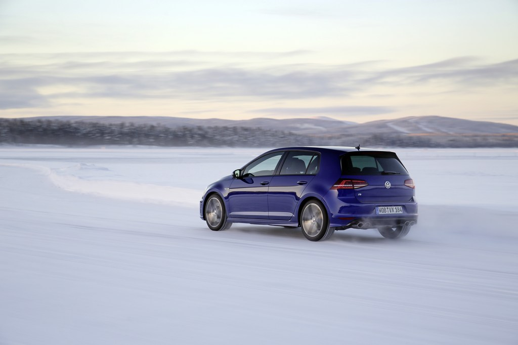 20439_VW_Golf_R_Icedrive_001
