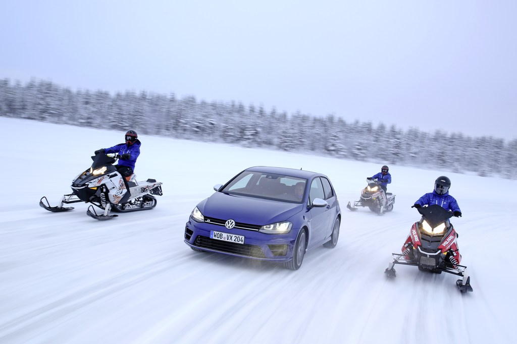 20442_VW_Golf_R_Icedrive_009