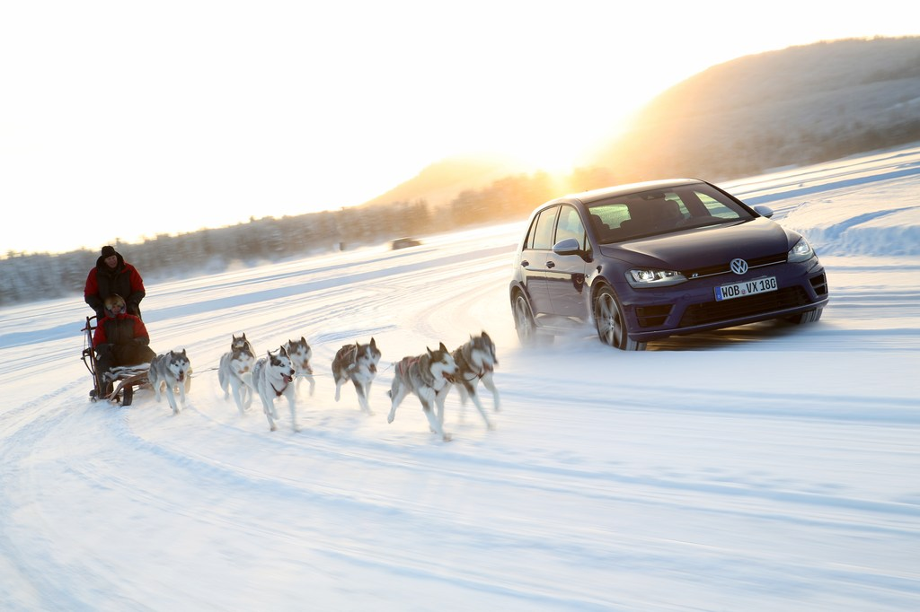 20454_VW_Golf_R_Icedrive_061
